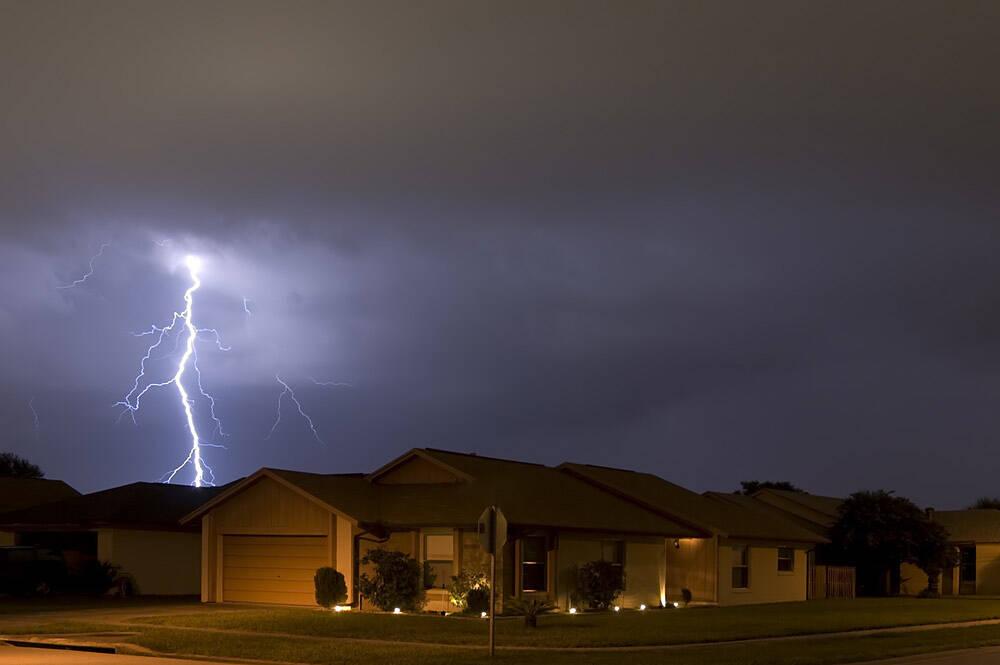 Uderzenie piorunem a ubezpieczenie domu