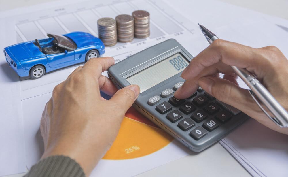 Samochodzik i kalkulator oraz bilon
