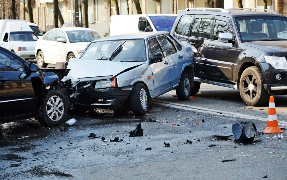 Wypadek z udziałem trzech samochodów