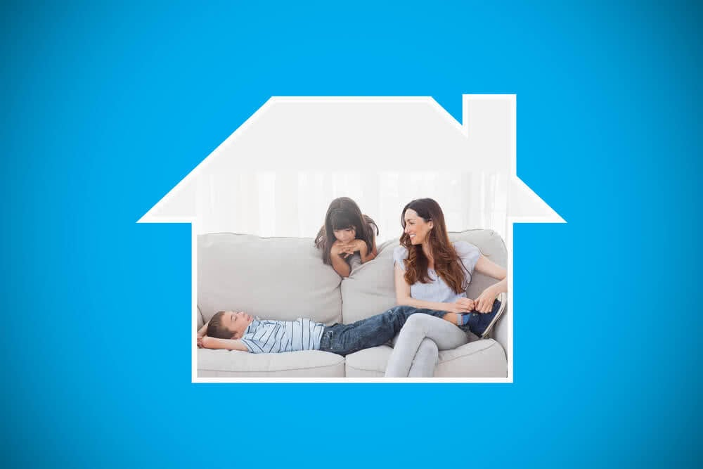Rodzina zastanawia się nad kredytem hipotecznym