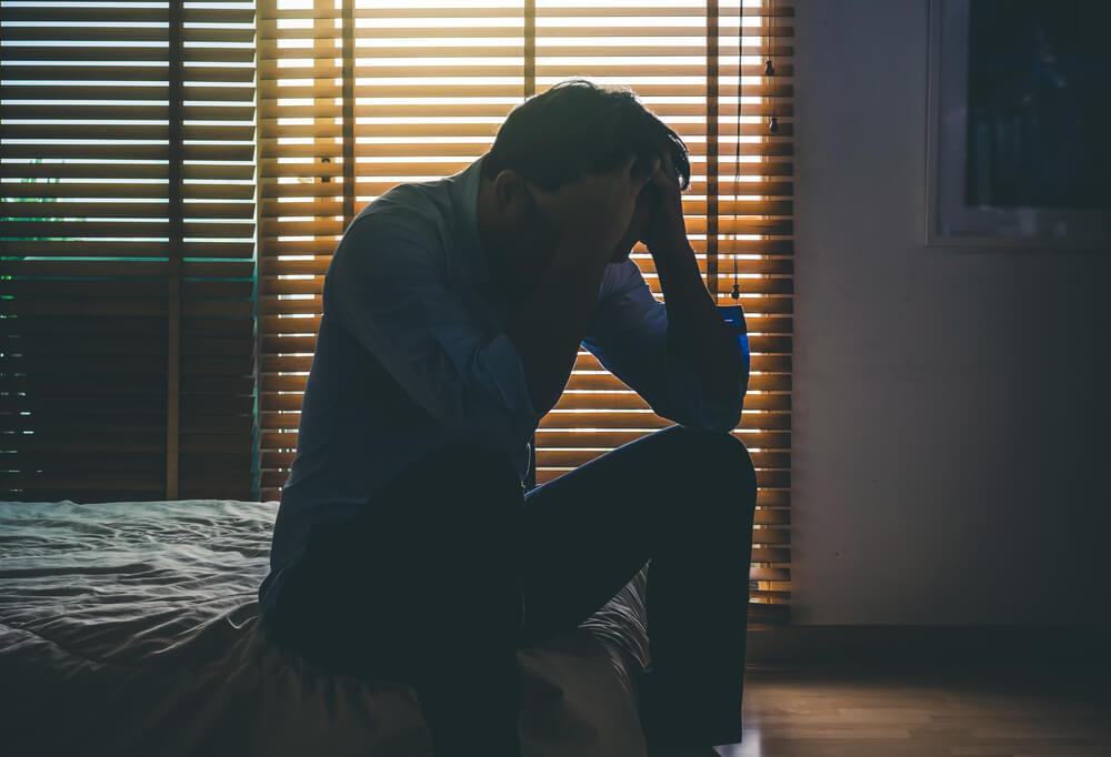 Człowiek z depresją liczący na wypłatę świadczenia