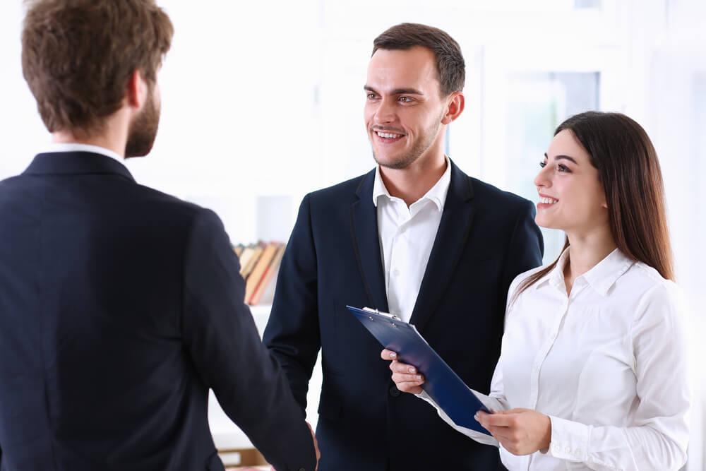 Poręczyciel kredytowy pomaga w zawarciu umowy kredytowej