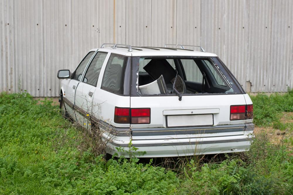 Stary zostawiony samochód a kwestia AC