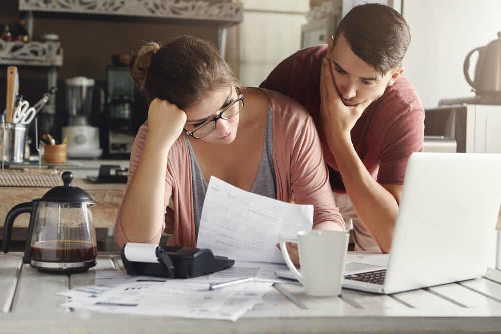 Para otrzymuje wezwanie do zapłaty przegapionej raty