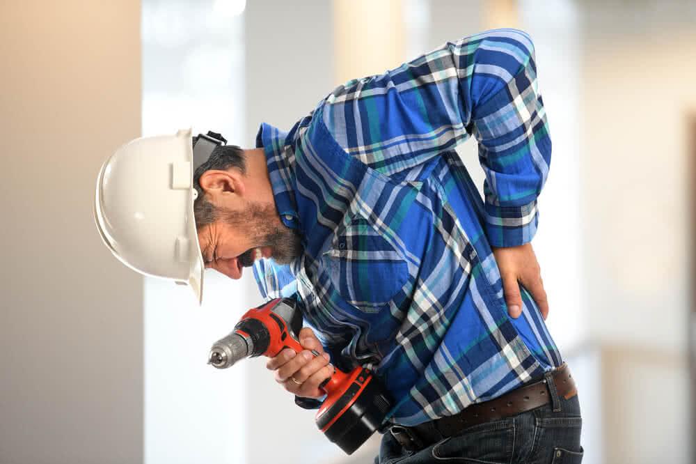 Pracownik objęty ubezpieczeniem uskarżający się na ból pleców