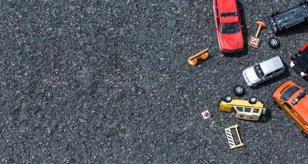 Mały samochodzik jako symbol ubezpieczenia assistance