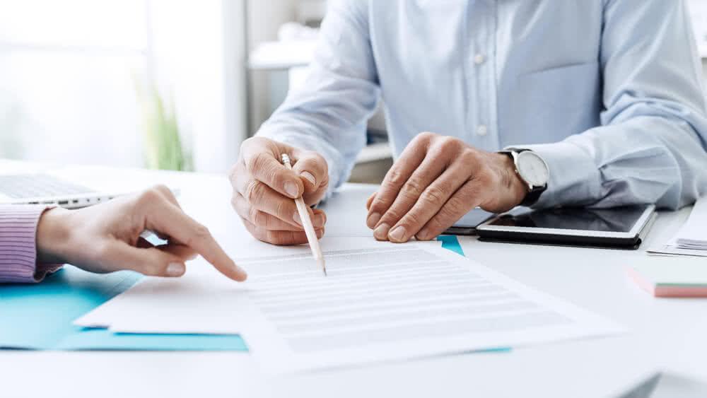 Agent wskazuje, czym jest umowa kredytowa i jakie zawiera przepisy