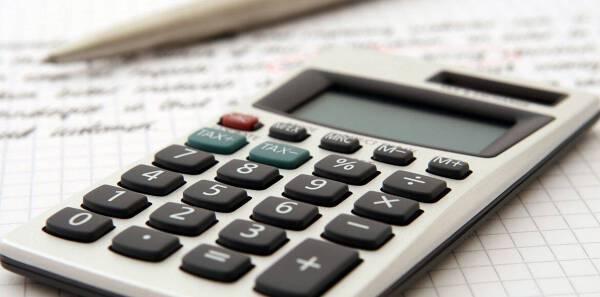 Porówneo: Podatek od kupna samochodu – ile wynosi i kto musi go zapłacić?