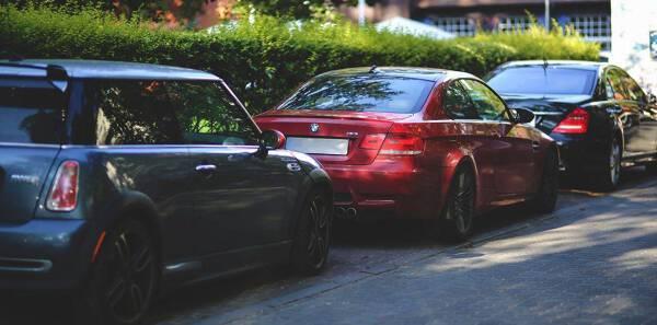 Porówneo: Umowa sprzedaży auta - jak załatwić kwestię OC?