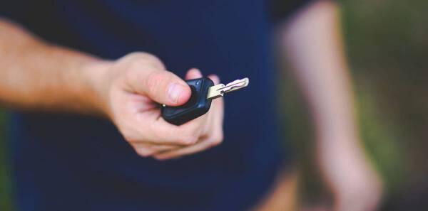 Porówneo: Sprzedaż samochodu – formalności, o których musisz pamiętać