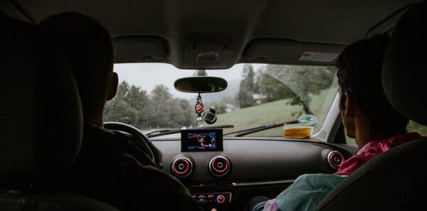 Porówneo: Upoważnienia do wydziału komunikacji - czy warto rejestrować auto z rodzicem?