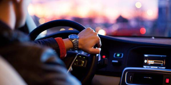 Porówneo: Przerejestrowanie samochodu - kto zapłaci ratę OC?