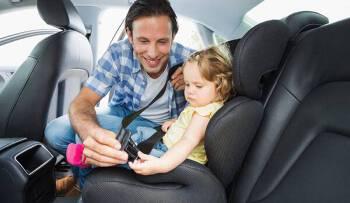 Porówneo: Jak przewozić dziecko w samochodzie?