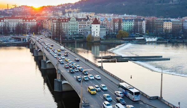 Porówneo: Obowiązkowe wyposażenie samochodu w Czechach