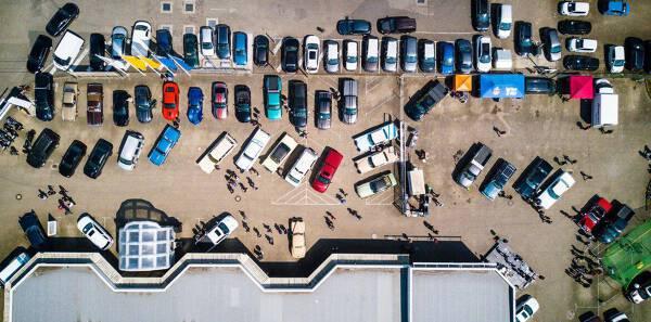 Porówneo: Szkoda parkingowa – jak się zachować?