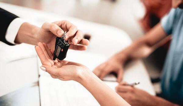 Porówneo: Podatek od darowizny samochodu – co warto wiedzieć?
