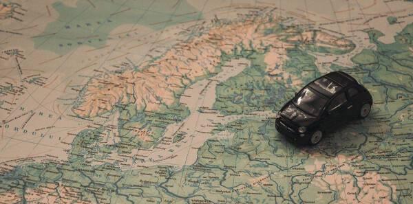 Porówneo: Ubezpieczenie samochodu na wyjazd za granicę – o czym pamiętać?