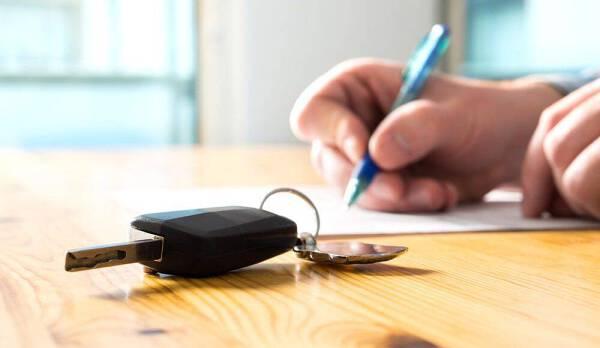 Porówneo: Kupiłem auto – co dalej? O jakich formalnościach trzeba pamiętać?