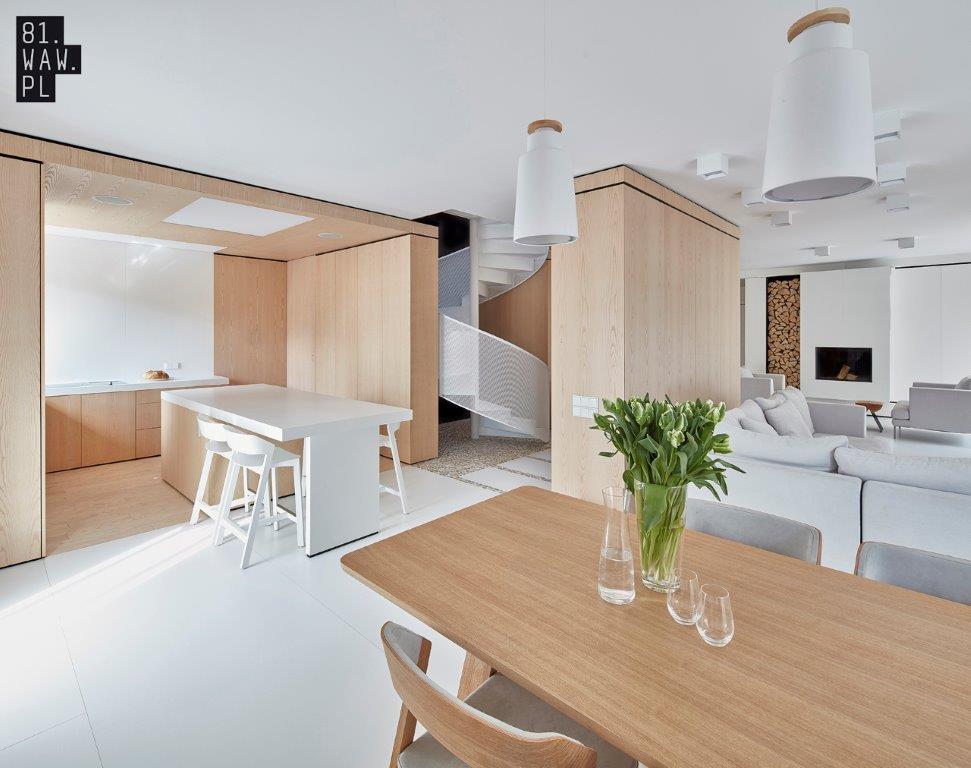 Nowoczesna Aranżacja Domu W Bieli I Drewnie ładny Dom