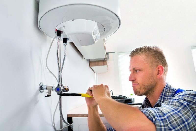 Osobnych obwodów elektrycznych wymagają pompy do wody (hydrofor) oraz urządzenia grzewcze, np. termy