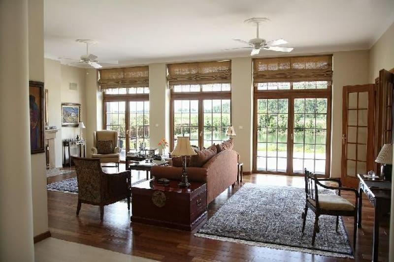 Dobrze ocieplona podłoga parteru w niepodpiwniczonym domu zapobiega ucieczce ciepła do gruntu