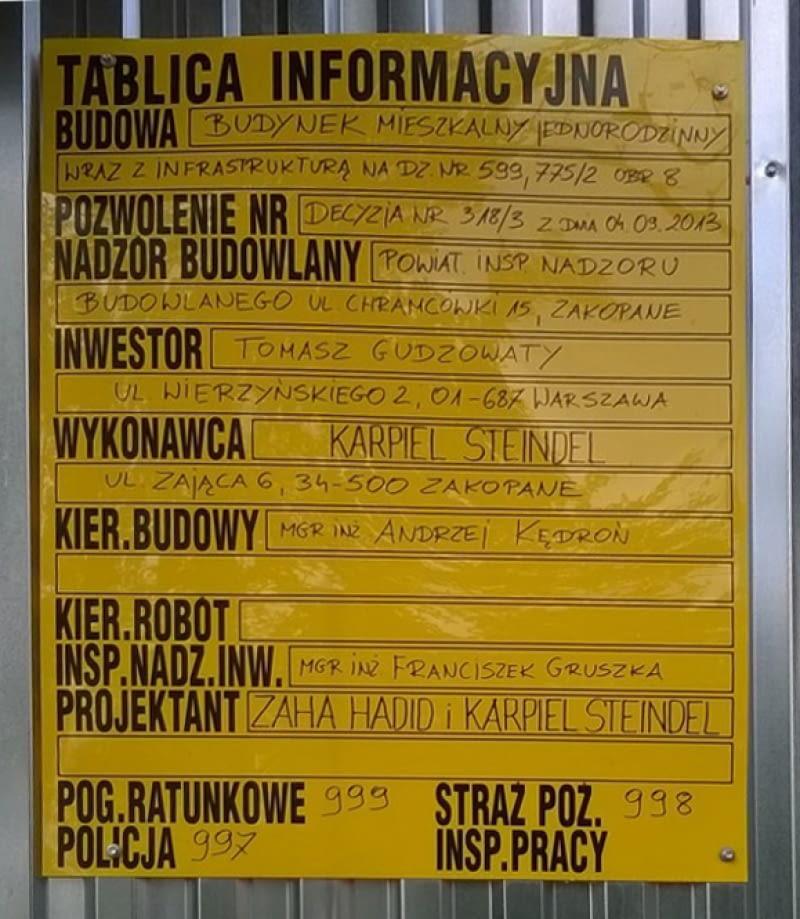 Tablica informacyjna budowy domu jednorodzinnego projektu Zahy Hadid w Zakopanem, fot. Maciej Stojek