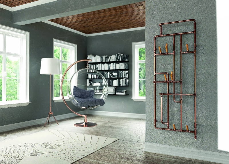 Pająk. Wykonana z miedzi konstrukcja wprowadza do wnętrz wątek w stylu loft. Grzejnik dostępny w wersji wodnej, wodno-elektrycznej oraz elektrycznej. Terma, termagroup.pl