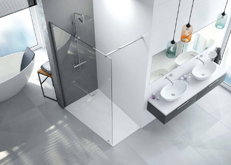 Pełne wykorzystanie przestrzeni kąpielowej za pomocą parawanu prysznicowego PT/ALTIIa seria Altus itrapezowego brodzika Space Mineral. Sanplast, www.sanplast.pl