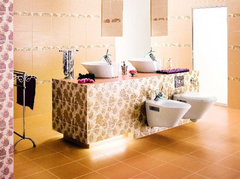 Wolno stojącą ściankę wyspy można obciążyć z obu stron. Z jednej na przykład - dwiema umywalkami, a z drugiej - sedesem i bidetem