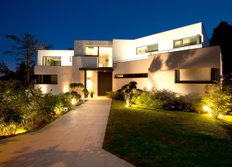 Oświetlanie Zewnętrzne Ogrodu I Domu ładny Dom