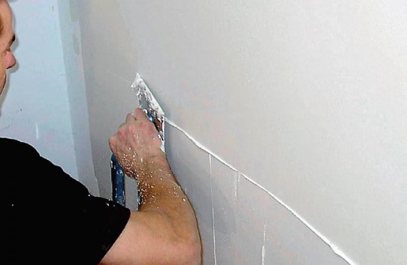 Masę szpachlową trzeba nakładać cienkimi warstwami - grubość pojedynczej warstwy nie powinna przekraczać 1 mm