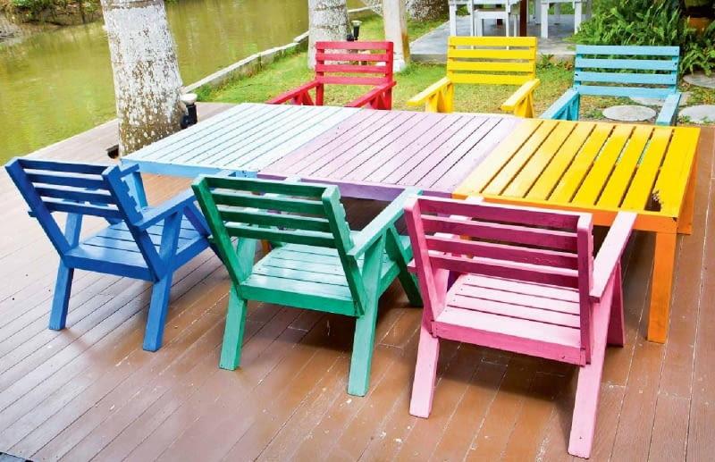 Nowoczesne lakiery mogą być barwione w mieszalniku (w ramach systemu kolorowania danego producenta)