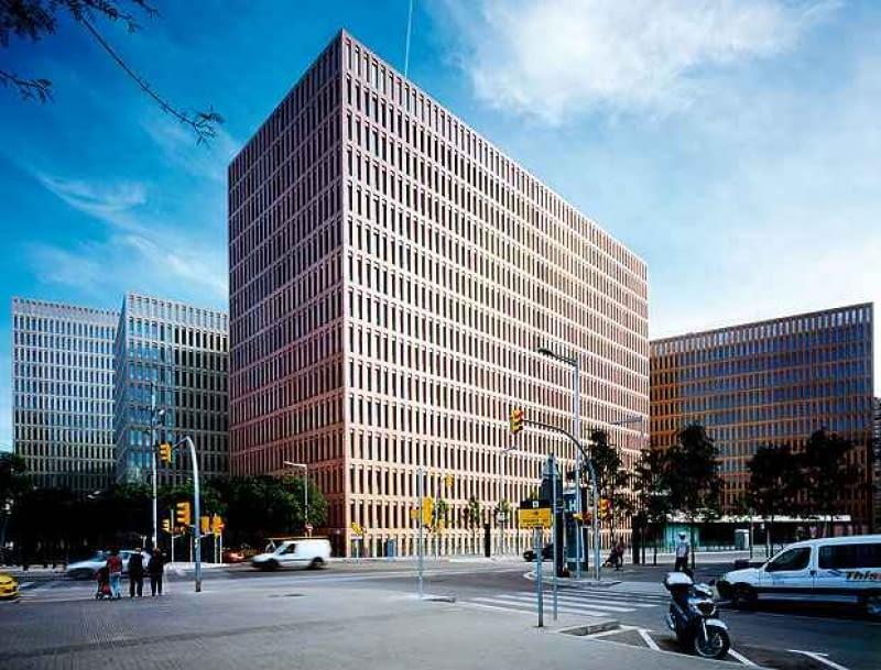 jean nouvel, herzog and de meuron, antonio gaudi, architektura, top 10, santiago calatrava, barcelona, hiszpania