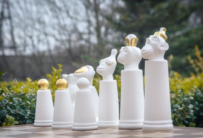 Małpie szachy wyprodukowane w Fabryce Porcelany AŚ Ćmielów