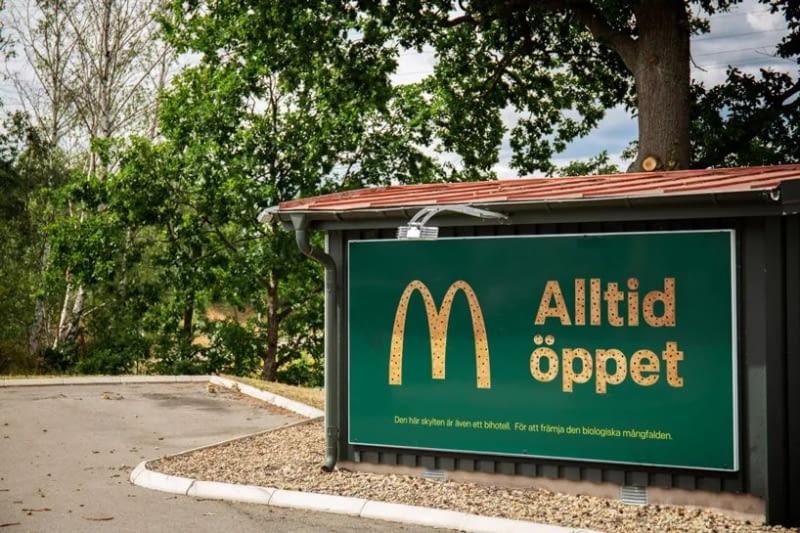 Schronienia dla pszczół w billboardach McDonald's
