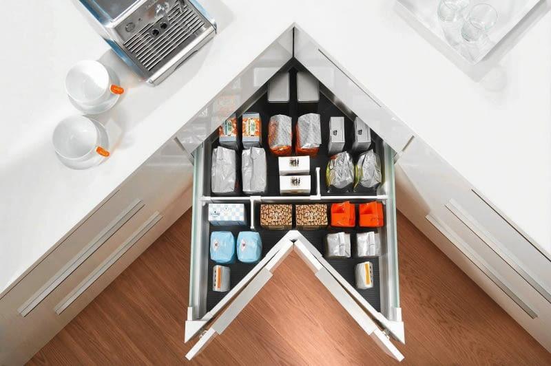 przechowywanie, schowki, szafka narożna, małe wnętrza