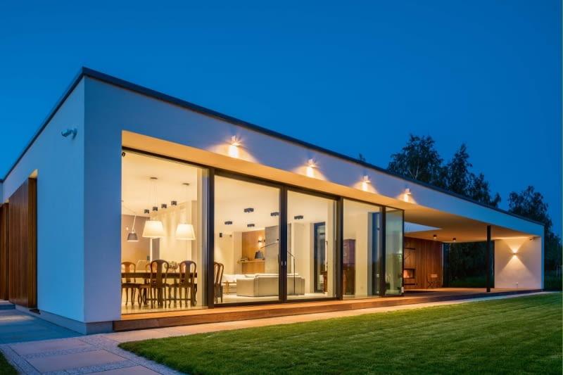 235 m2 powierzchnia użytkowa, 2700 m2 powierzchnia działki