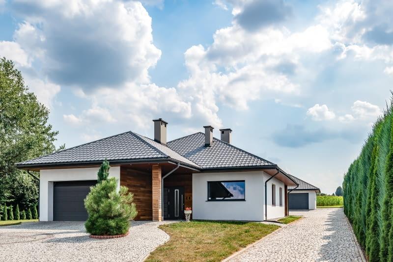 крыши крутые крыши крутые крыши тенденции кровли строительство домов Металлочерепица 2021 года листовой металл для крыши модульная черепица модульная черепица модульные панели панели обшивка