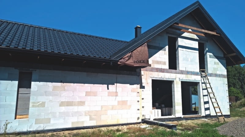 Dom wykonany w większości przez inwestorów jest najlepszym dowodem, że można budować samodzielnie metodą gospodarczą