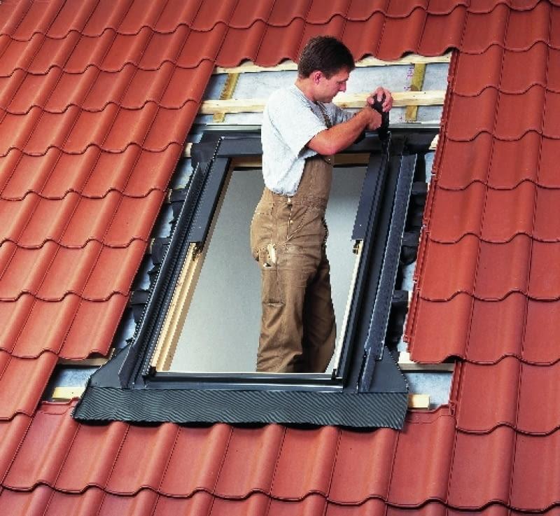 Montaż okna w połaci dachu