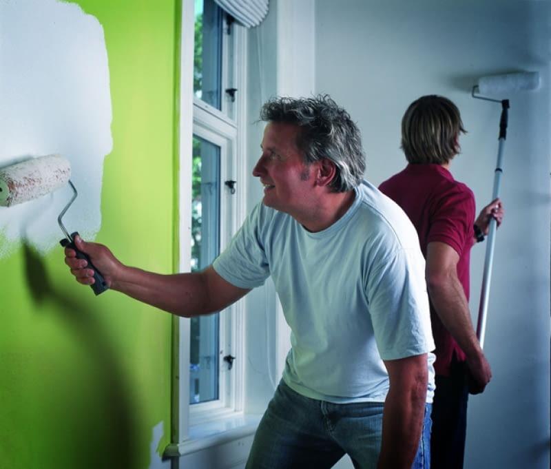 Malowanie ścian to okazja, by nadać wnętrzu zupełnie nowy wygląd. Zanim jednak złapiemy za pędzle nie zapominajmy o właściwym przygotowaniu ścian do malowania.
