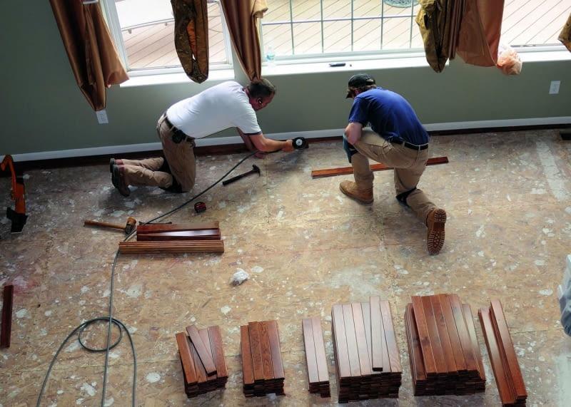 stara podłoga, panele podłogowe, układanie parkietu, układanie paneli