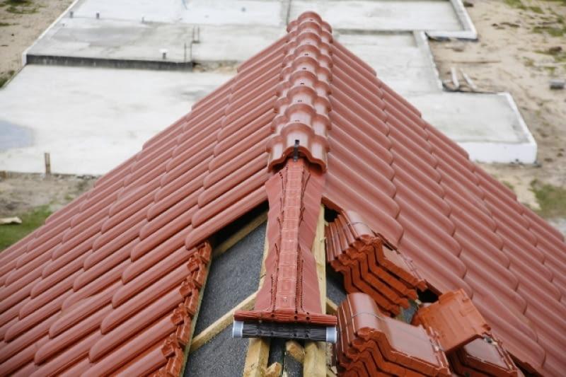 Zabezpieczenie dachu w kalenicy