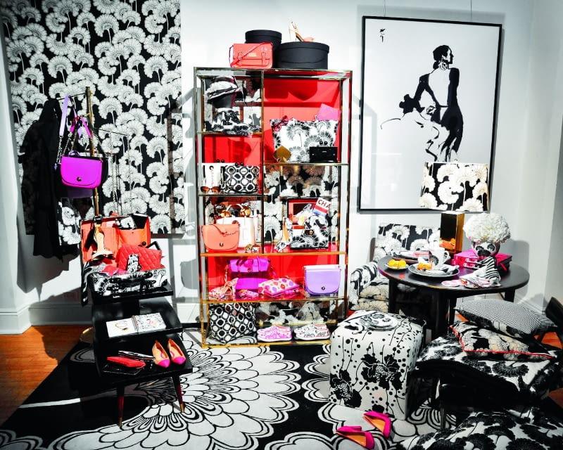 Biało-czarne desenie zaprojektowane przez Florence Broadhurst wykorzystała w swojej kolekcji amerykańska projektantka mody Kate Spade.