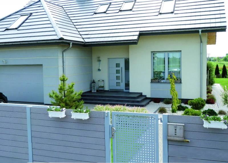 Stolarka otworowa wpływa na obniżenie parametrów izolacyjnych domu, dlatego warto zainwestować w okna i drzwi o lepszych właściwościach