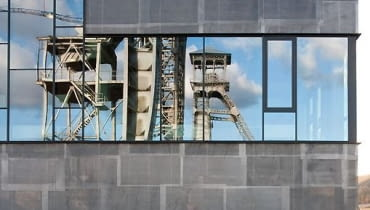 Kompleks C-mine w Gandawie (Belgia) skupiający centrum kultury, edukacji i biznesu, a także uczelnia designu - Media & Design Academy Katolickiego Uniwersytetu w Limburgii