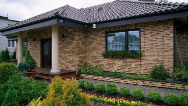 dom jednorodzinny,budowa domu,elewacja z klinkieru
