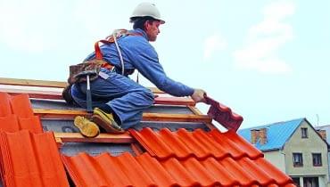 dachówka ceramiczna, dach kryty dachówką, dach