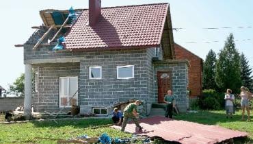 Dach zniszczony przez wichurę