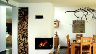 Ze względów bezpieczeństwa montaż kominka warto powierzyć doświadczonemu instalatorowi, który właściwie zaprojektuje instalację